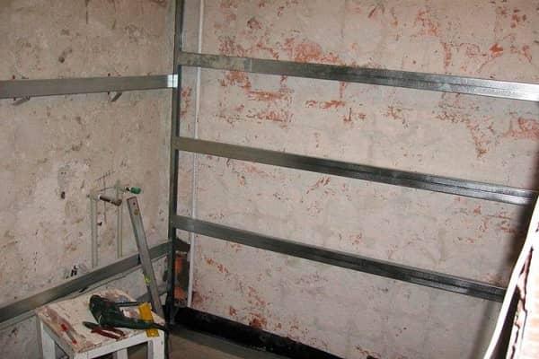 как обшить стены пластиковыми панелями в ванной комнате на металлический каркас
