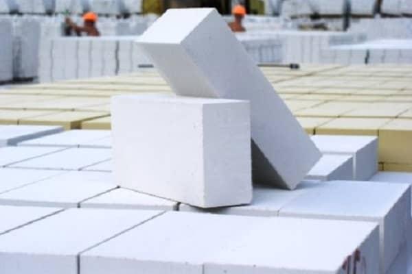 из какого кирпича лучше строить дом: силикатные изделия
