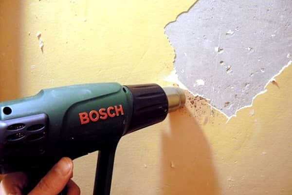 как снять масляную краску с потолка с помощью строительного фена