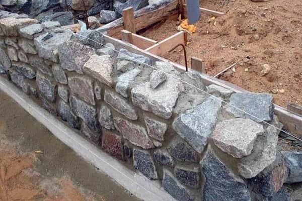 как сделать забор из камня своими руками самому