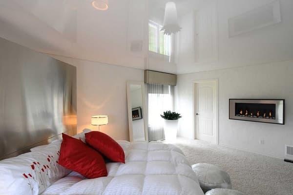 как выбрать цвет натяжного потолка: выбор расцветки полотна для спальной комнаты