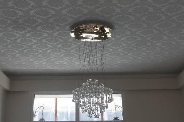 как выбрать цвет натяжного потолка: тканевые потолочные конструкции