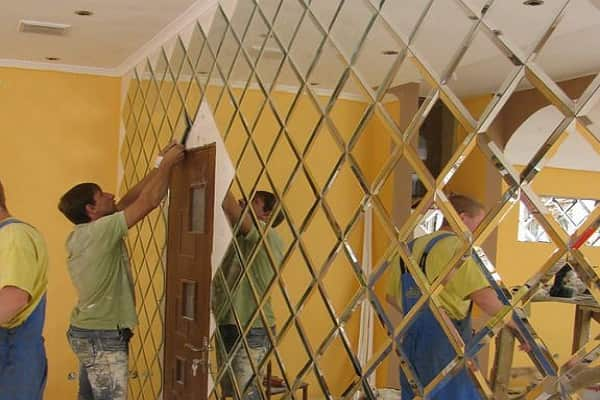 как приклеить зеркальную плитку на стену качественно своими руками