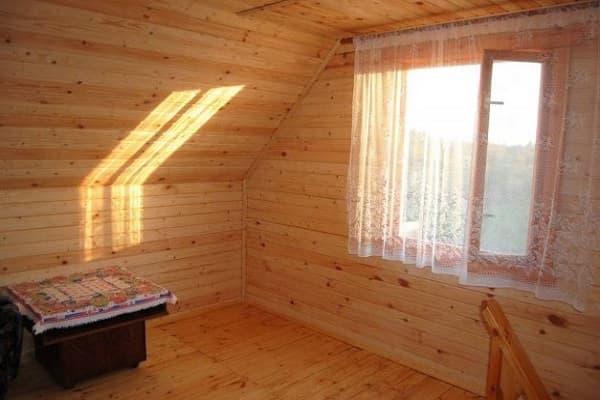 чем обшить мансарду изнутри для жилья: отделка деревянной вагонкой