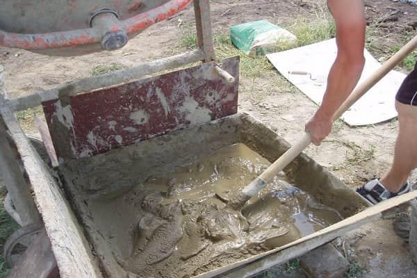 как оштукатурить фундамент дома своими руками: приготовление цементно-песчаной штукатурки