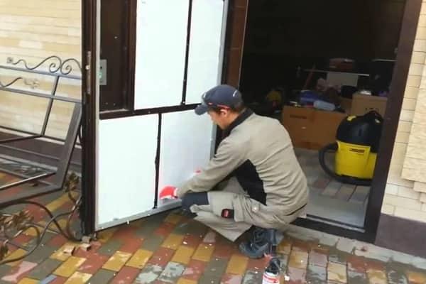 как выбрать металлическую дверь в дом: выбор утеплителя