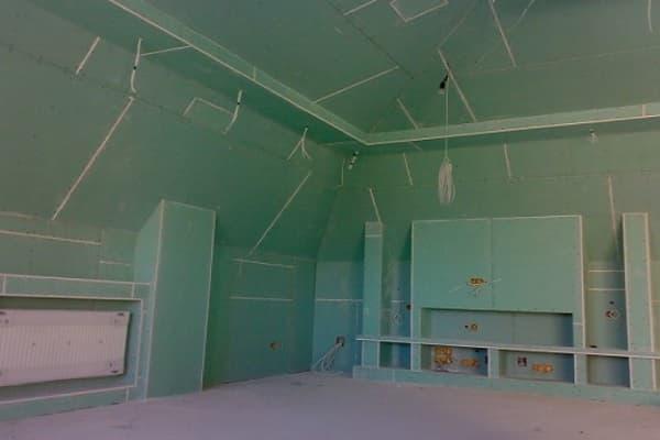 чем обшить мансарду изнутри для жилья: гипсокартон и другие материалы