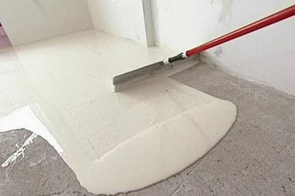 как постелить деревянный пол своими руками: выравнивание бетонного основания