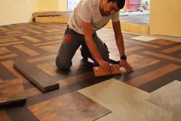 как укладывать кварцвиниловую плитку на пол