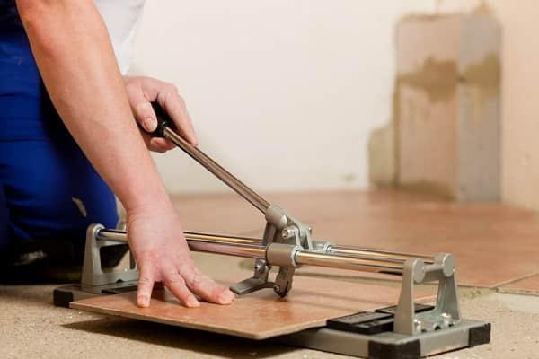 как резать керамогранитную плитку в домашних условиях плиткорезом ручным самому