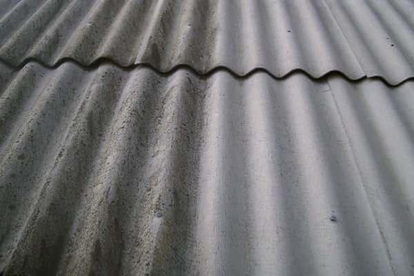 чем покрасить шифер на крыше дома: подготовительные работы