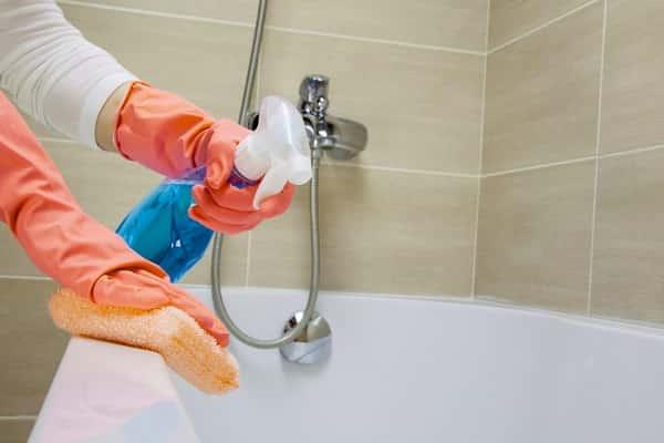 чем чистить акриловую ванну в домашних условиях: подбор оптимального средства