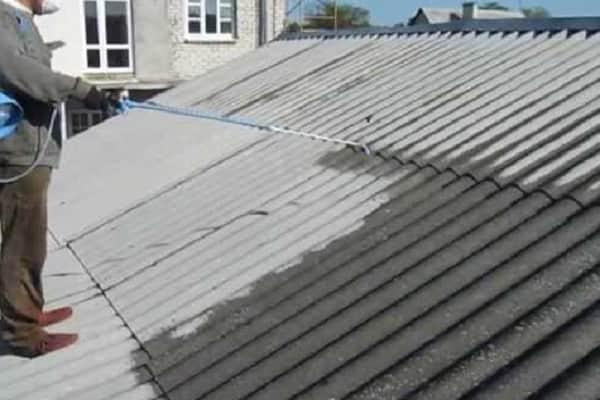 чем покрасить шифер на крыше дома: нанесение грунтовки