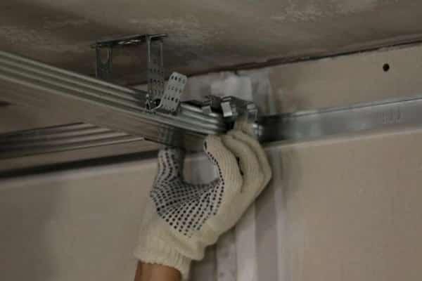 как обшить потолок вагонкой своими руками: установка каркаса из металлического профиля