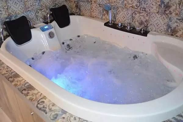 чем чистить акриловую ванну в домашних условиях: очищение гидромассажных форсунок
