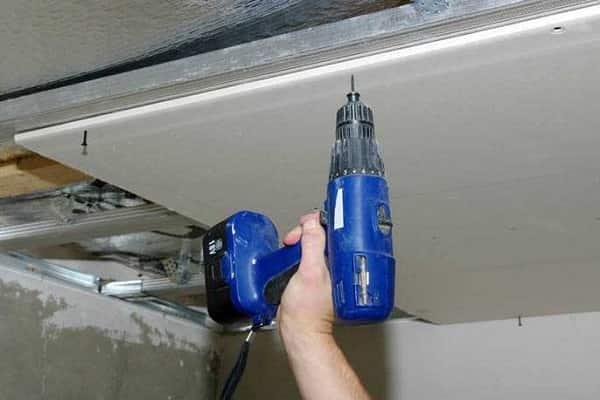 как сделать потолок из гипсокартона своими руками: монтаж листов к металлическому каркасу