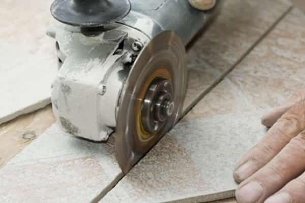 как резать керамогранитную плитку в домашних условиях при помощи болгарки