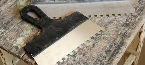 как выбрать зубчатый шпатель для укладки плитки