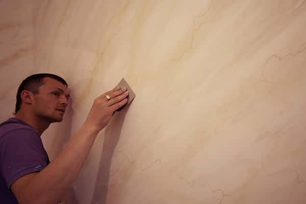 как выбрать декоративную штукатурку для стен: характерные особенности венецианки